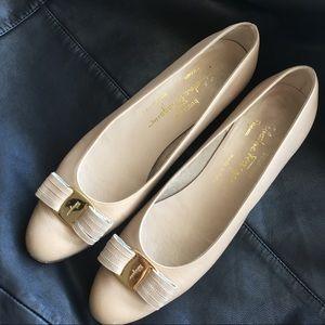 Ferragamo beige shoes